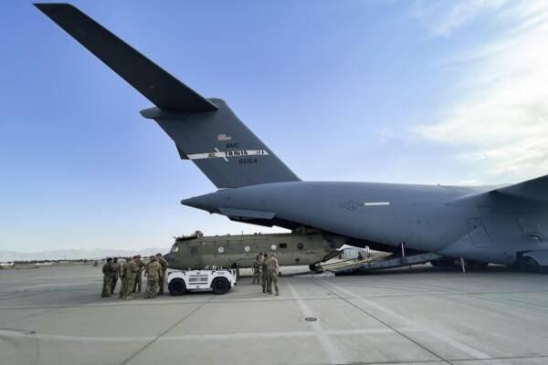 """Afghanistan, completato il ritiro Usa. I Talebani: """"Vogliamo buoni rapporti"""""""
