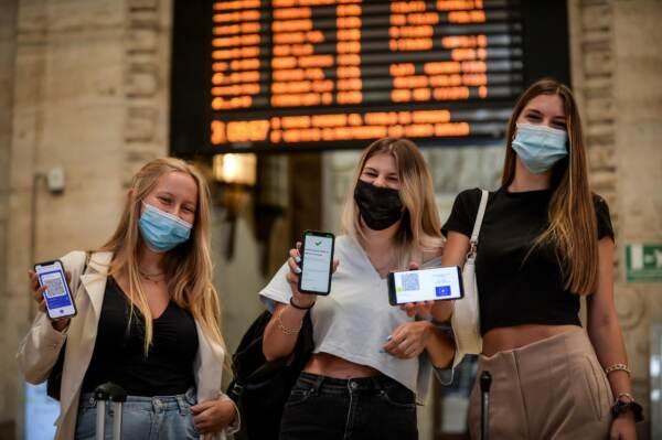 Milano, Stazione Centrale: controllo della certificazione vaccinale GreenPass