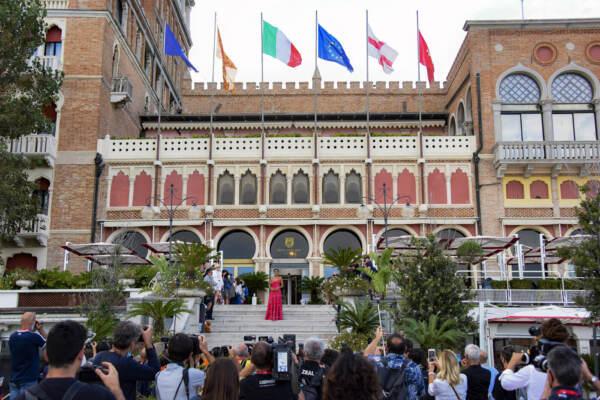 Venezia 78, al via la Mostra con Almodovar e il Leone alla carriera a Benigni