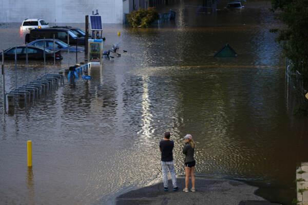 L'uragano Ida travolge New York, diversi morti e città paralizzata dichiarato lo stato d'emergenza
