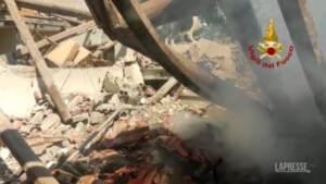 Pontremoli, i Vigili del Fuoco al lavoro tra le macerie della casa esplosa
