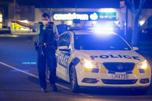 Attentato in Nuova Zelanda: sei persone accoltellate. Polizia uccide estremista Isis