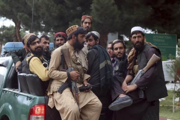 Afghanistan, forze speciali talebane prendono il controllo dell'aeroporto di Kabul
