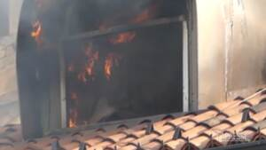 Torino, domato l'incendio: vigili al lavoro tutta la notte