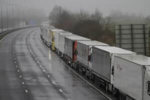 Covid, Chiuso ai camion terminal traghetti di Dover