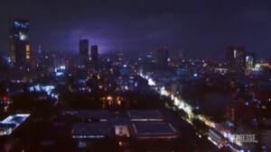 Terremoto in Messico, le strane luci blu comparse in cielo durante la scossa