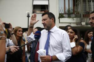 Roma, Matteo Salvini visita le case popolari di via Amico Aspertini