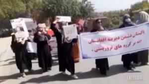 Afghanistan, nuova protesta delle donne contro il regime talebano