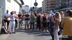 Scuola, in pochi alla manifestazione no Green Pass a Milano