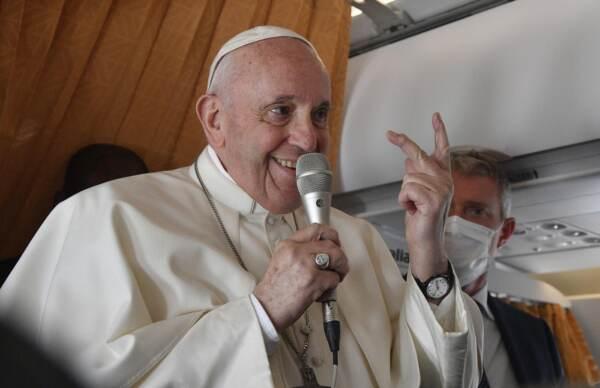 Papa Francesco in volo verso Roma