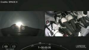 Space X, primo lancio in orbita con un equipaggio di soli civili