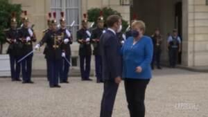 Merkel a Parigi da Macron pochi giorni prima delle elezioni