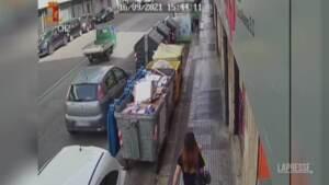 Bari, evade i domiciliari e rapina un supermercato
