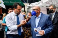Milano, il leader della Lega Matteo Salvini visita il mercato di via Fauchè
