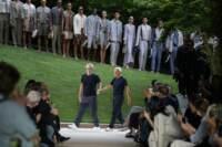 Milano Fashion week torna in presenza. Ma marchi lusso mondiali cedono valore finanziario