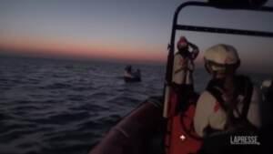 Migranti, Msf salva sei persone al largo della Libia