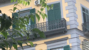 Napoli, indagato per omicidio bimbo: L'ho lasciato cadere, poi una pizza