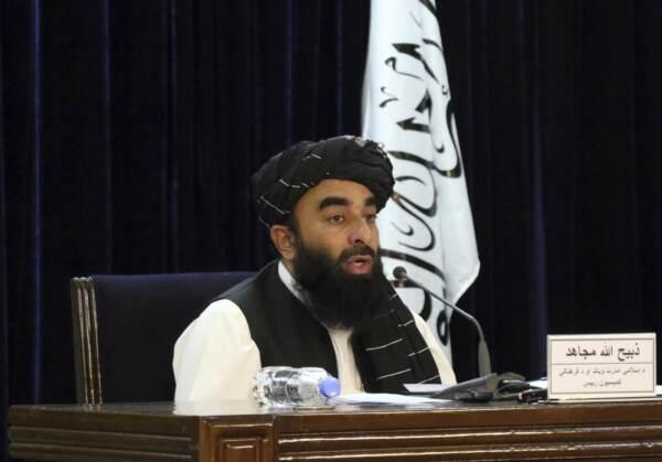 """I Talebani: """"Le ragazze torneranno a scuola il prima possibile"""""""