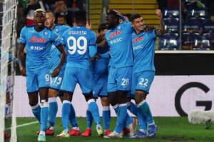 Il Napoli cala il poker contro l'Udinese e sale solo in vetta