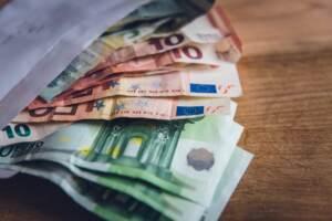 Energia, Cdm approva decreto: niente caro bollette per 5,5 milioni di italiani
