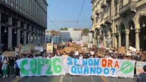 """Torino, Fridays For Future: """"È il tempo del cambiamento radicale"""""""