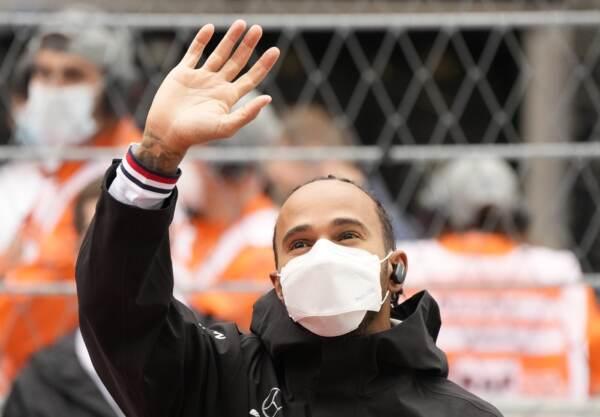 Gp Russia: vince Hamilton dfavanti Verstappen. Terzo Sainz