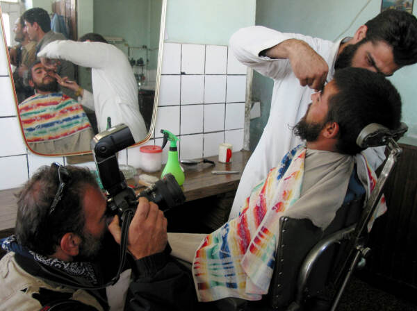 Afghanistan, i talebani vietano di tagliarsi la barba
