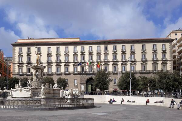 Napoli al voto, sfida a quattro per le comunali