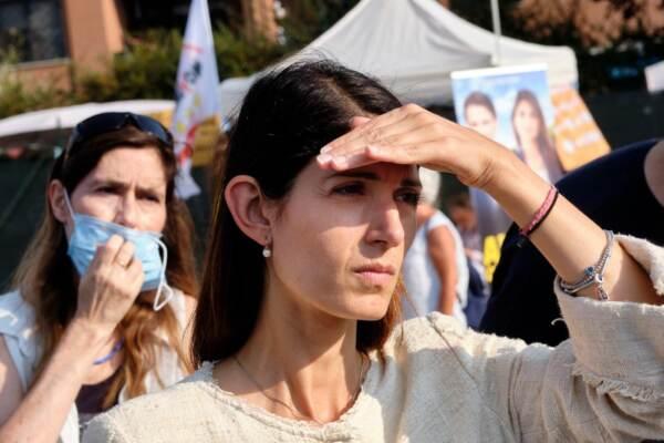 Elezioni comunali Roma, Virginia Raggi in campagna elettorale