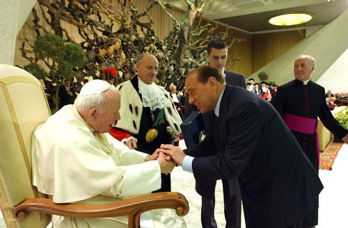 Silvio Berlusconi compie 85 anni, dalla politica al calcio le immagini del Cavaliere | FOTOGALLERY