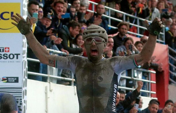 Parigi-Roubaix, trionfo per Sonny Colbrelli nella regina delle classiche