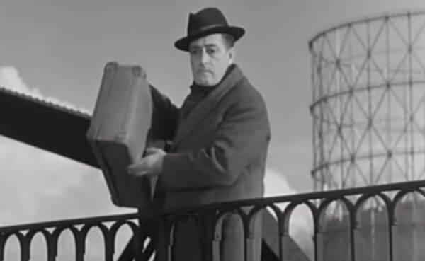 Totò sul ponte di ferro (andato a fuoco ieri) in 'La banda degli onesti'